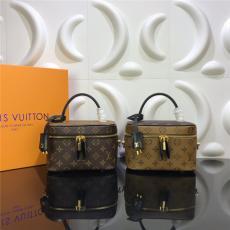 ブランド後払いルイヴィトン LOUIS VUITTON 化粧品袋 ボストンバッグ ショルダーバッグ ウォッシュバッグ 2色 チェーン おすすめ M42264スーパーコピーブランドバッグ激安国内発送販売