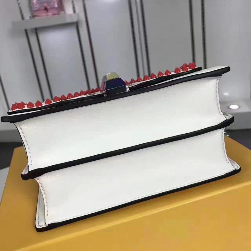 ブランド可能 FENDI フェンディ  F018-5 斜めがけショルダースーパーコピーバッグ激安販売専門店