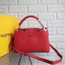 新作LOUIS VUITTON ルイヴィトン 特価  CAPUCINES レディース 赤色斜めがけショルダー トートバッグ 新入荷安いコピー 販売口コミ