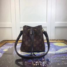 店長は推薦しますLOUIS VUITTON ルイヴィトン セール価格 M44011-2  ショルダーバッグ  斜めがけショルダーレプリカ販売バッグ