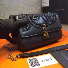 ブランド国内 ドルチェ & ガッバーナ  Dolce & Gabbana   ショルダーバッグ  斜めがけショルダーブランドコピー代引き可能