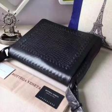 ブランド販売 ボッテガヴェネタ  Bottega Veneta   メンズ ショルダーバッグ  斜めがけショルダー激安販売専門店