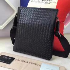 ブランド国内 ボッテガヴェネタ  Bottega Veneta   メンズ 斜めがけショルダーコピーブランドバッグ代引き